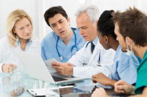 n der Tumorkonferenz (Tumorboard) werden von Experten des Hauttumorzentrums die präzisen Details für die Weichstrahltherapie festgelegt